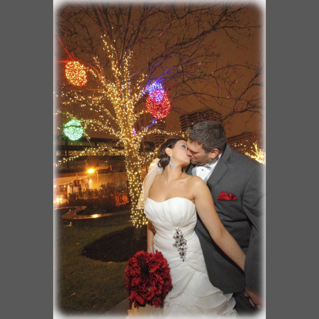 Melanie-Andrew-STLC0840-St-Louis-Wedding-Photographers