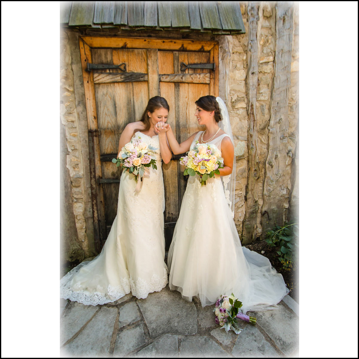 Link to Greater St Louis area wedding photographers gallery: Nicole and Shaina